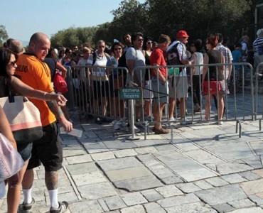 ギリシャ文化省、古代遺跡へのより良い入場方法を模索
