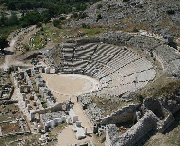 ピリッポイの古代遺跡、ナショナルジオグラフィックの選ぶ「訪れるべき10の世界遺産」に