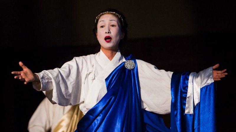 東京ノーヴィ・レパートリーシアター:能舞台に甦る「メディア」と「アンティゴネー」(Photo)