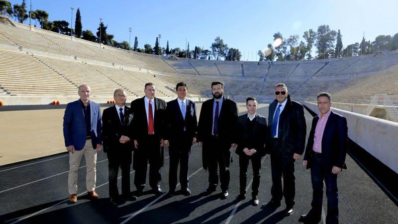 岸外務副大臣、アテネのパナシナイコ・スタジアムを訪問