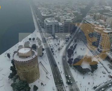 ギリシャ・テサロニキ:空から眺める雪化粧の街(video)