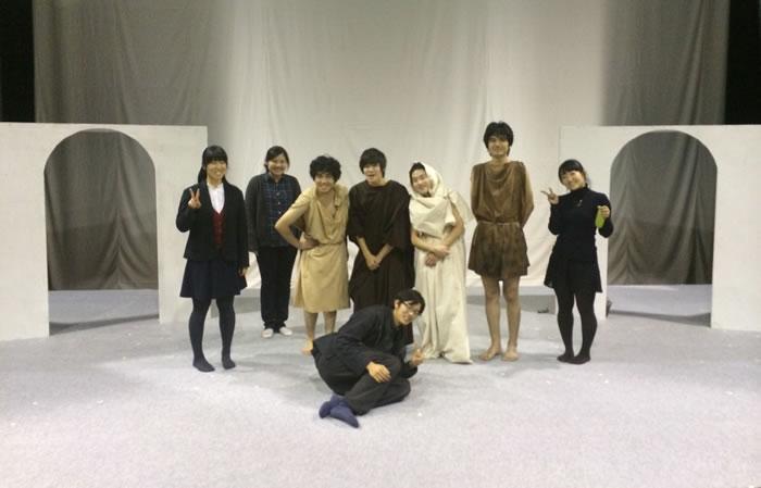 Οι συντελεστές της παράστασης, φοιτητές και φοιτήτριες του Πανεπιστημίου του Τόκιο