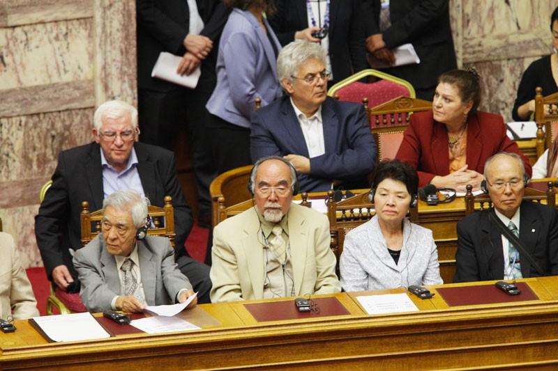 Επιζώντες της Χιροσίμα και Ναγκασάκι υποδέχτηκε η Eλληνική Βουλή (video)