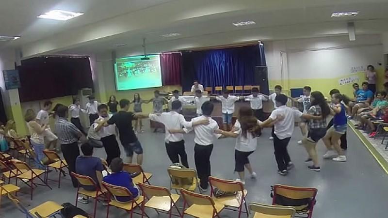 Ιάπωνες και Έλληνες μαθητές χορεύουν συρτάκι (video)