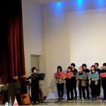 Ιάπωνες μαθητές τραγουδούν τον Ελληνικό Εθνικό Ύμνο στη Μήλο (video)