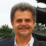 Ιαπωνολόγος, θρησκειολόγος, ειδικευμένος στις ιαπωνικές θρησκείες και ιδιαίτερα στον Ιαπωνικό Βουδισμό. Είναι Ομότιμος Καθηγητής της Ιστορίας των Θρησκειών του Εθνικού και Καποδιστριακού Πανεπιστημίου Αθηνών. Το 2014 τιμήθηκε με το «Βραβείο του Υπουργού Εξωτερικών της Ιαπωνίας» για τη συνεισφορά του στην ανάπτυξη και προώθηση των σχέσεων Ελλάδος-Ιαπωνίας και το 2019 τιμήθηκε από τον Αυτοκράτορα της Ιαπωνίας με το Παράσημο του Τάγματος του Ανατέλλοντος Ηλίου, Χρυσών και Αργυρών Αχτίνων με Ροζέτα, για τη συνεισφορά του στην ανάπτυξη των Ιαπωνικών Σπουδών στην Ελλάδα και την προώθηση της αμοιβαίας κατανόησης μεταξύ Ιαπωνίας και Ελλάδας.  Είναι μέλος της EAJS (European Association for Japanese Studies) και της EJEA (European Japan Experts Association). Μόνιμη επιδίωξη του κ. Παπαλεξανδρόπουλου είναι η ίδρυση τμήματος Ιαπωνικών Σπουδών σε ελληνικό πανεπιστήμιο και η εισαγωγή της επιστήμης της Ιαπωνολογίας στην Ελλάδα.