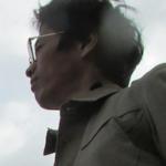 Γεννήθηκε το 1991. Σπούδασε Δυτική Ιστορία στο Πανεπιστήμιο του Κιότο. Είναι υποψήφιος διδάκτορας στον Τομέα της Ιαπωνολογίας του The Graduate University for Advanced Studies. Είναι μέλος της Japan Society for the Promotion of Science. Το θέμα της μελέτης του είναι Ιαπωνολογία και Ιστορία των Διεθνών Σχέσεων: «Οι εμπειρίες στην Ε.Σ.Σ.Δ των Ιαπώνων διανοούμενων στο Μεσοπόλεμο». Συνέγραψε το άρθρο «η εμπειρία του Ακίτα Ούτζακου στη Σοβιετική Ένωση (1927): η διεθνική επικοινωνία με τους δυτικούς διανοούμενους μέσα στο ημερολόγιο εις τον Καύκασο και εις την Ουκρανία» (A Noon of Liberal Arts, 2019) στα ιαπωνικά.