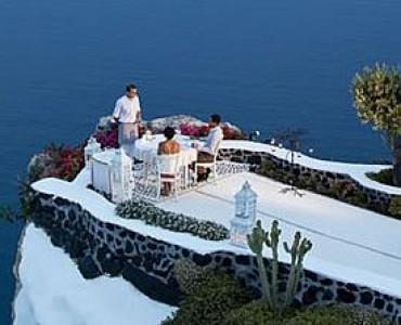 サントリーニ島のホテル「アンドロニス・スイーツ」、世界で最もロマンチックなホテルの一つに選出
