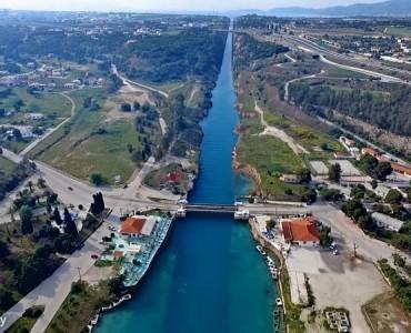 ギリシャ・コリントス地峡:二つの海を繋ぐ運河の眺め(video)