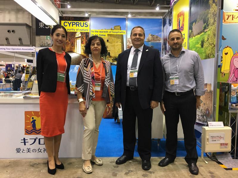 右から:ミナス氏、ロイズ局長、Top Kinisisのエレナ・タヌ氏、留学Cyprus JPのスタヴル千穂氏