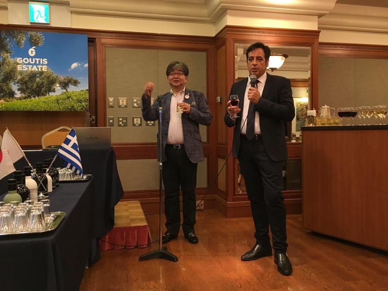 乾杯の音頭を取るスピリドン・イコノム経済商務部長と多田代表理事
