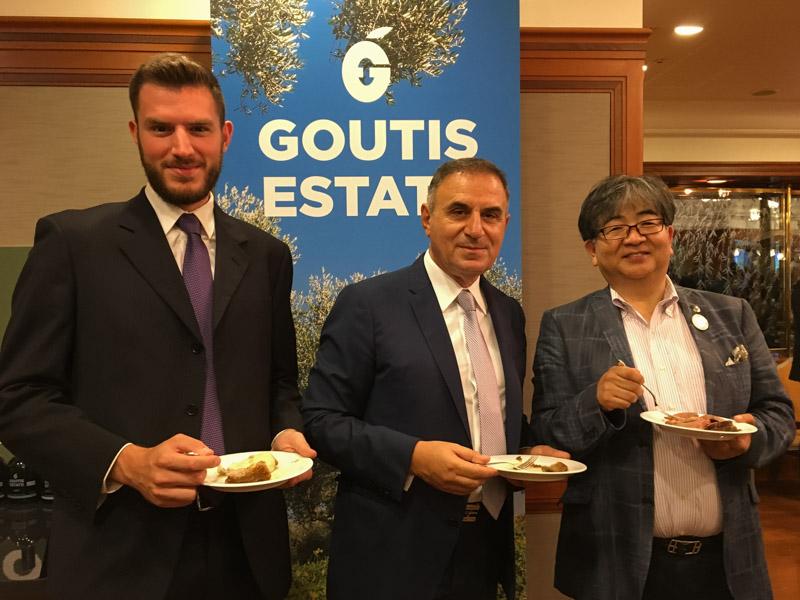 (左から)ギリシャ・AMACS社のランブロプロス氏、グーティス氏、多田代表理事