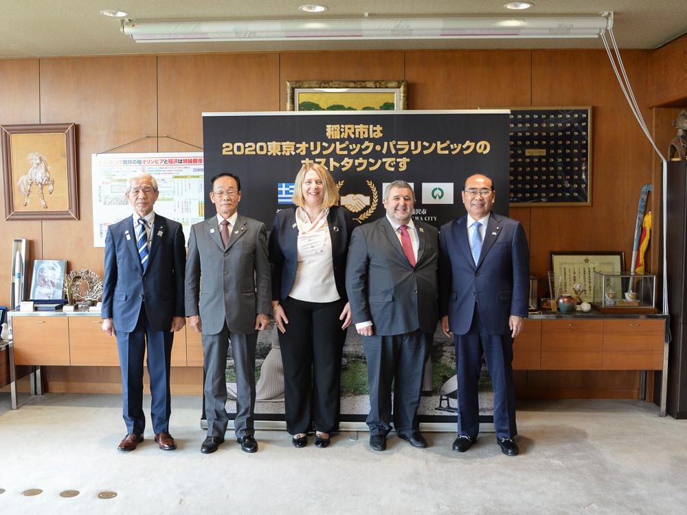 カキュシス大使、加藤市長、ヤナカル夫人、市の関係者と © 稲沢市