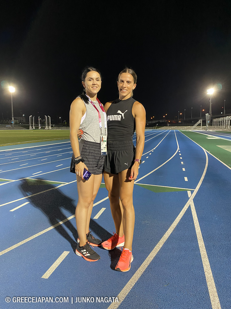 左:女子100m・200m走のラファエラ・スパヌダキ、右:女子400m走のイリニ・ヴァシリウ