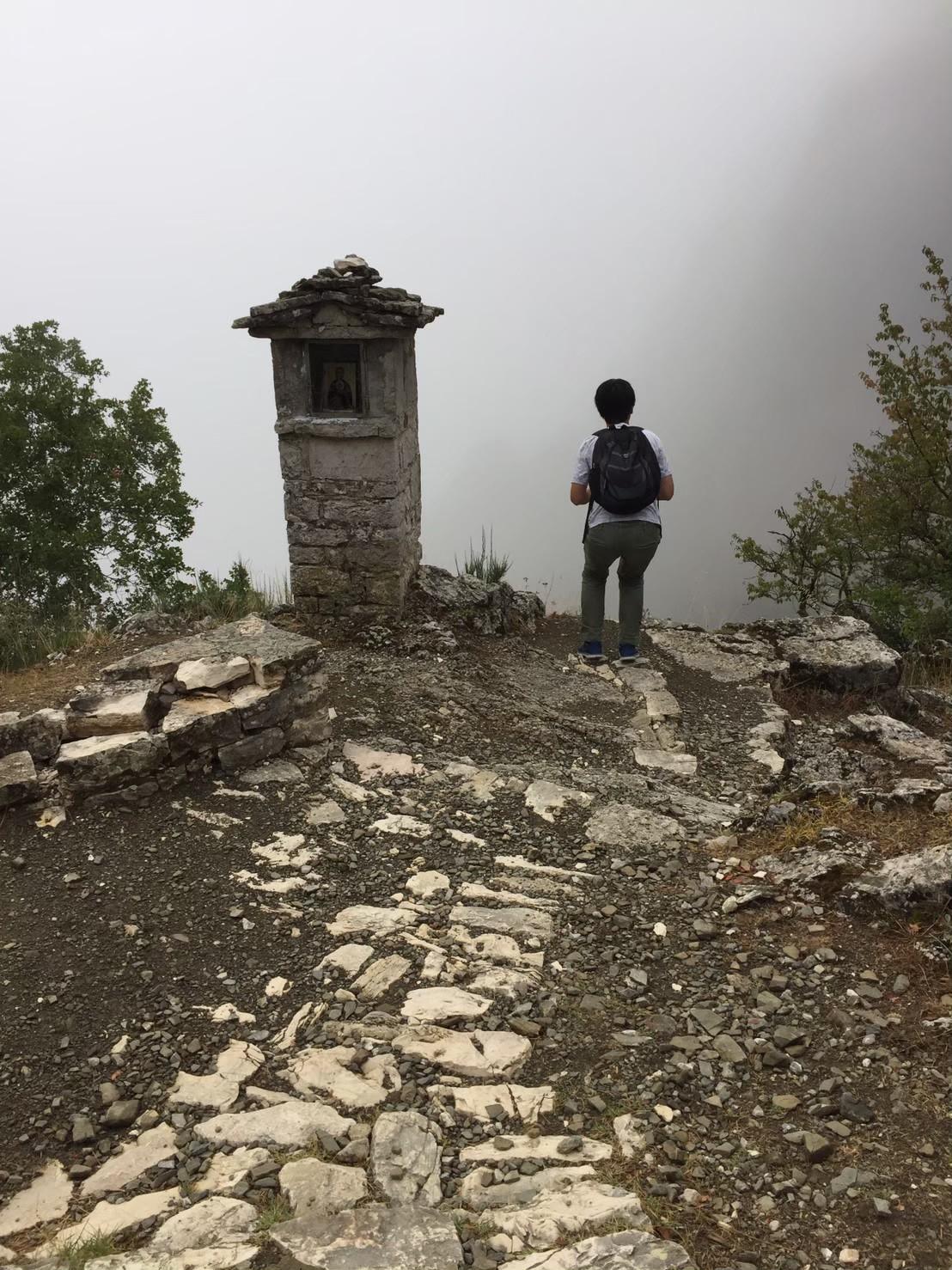 ヴィコス渓谷入り口と霧