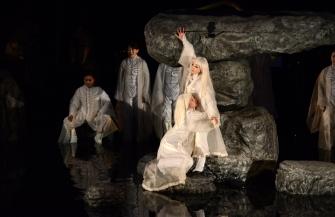 宮城聰演出・SPACのギリシャ悲劇『アンティゴネ』がタイム誌2019年ベスト演劇10に選出