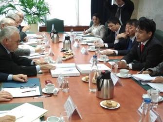 ギリシャのドラガサキス副首相、日本の滝波宏文・経済産業大臣政務官とアテネで会談