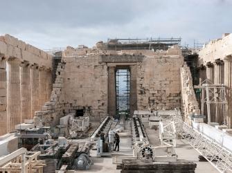 ギリシャ中央考古学評議会が歴史的決定:パルテノン神殿北壁の修復作業が開始
