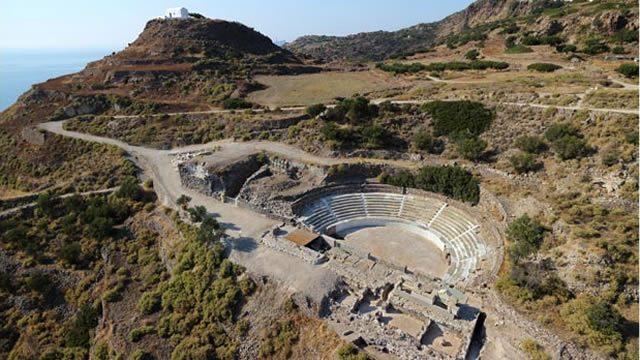 ancient_theatre_milos1.jpg
