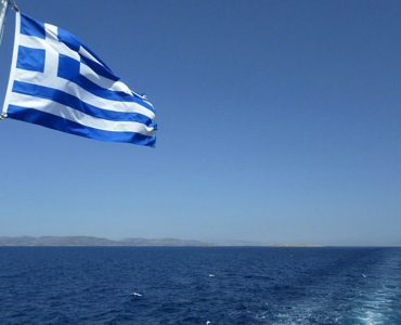greek_flag_sea.jpg