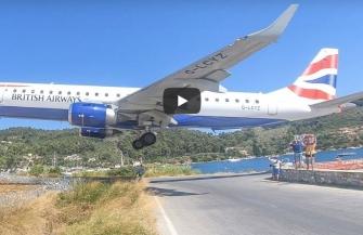 旅客機が超低空離着陸!ギリシャの島(Video)