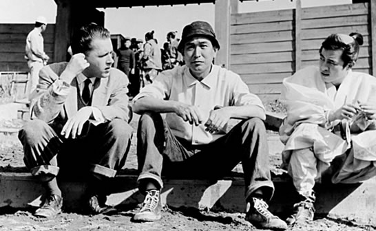 O Donald Richie με τον Akira Kurosawa στα γυρίσματα ταινίας του μεγάλου Ιάπωνα σκηνοθέτη