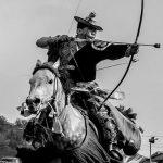 Ένα τόξο και ένα άλογο