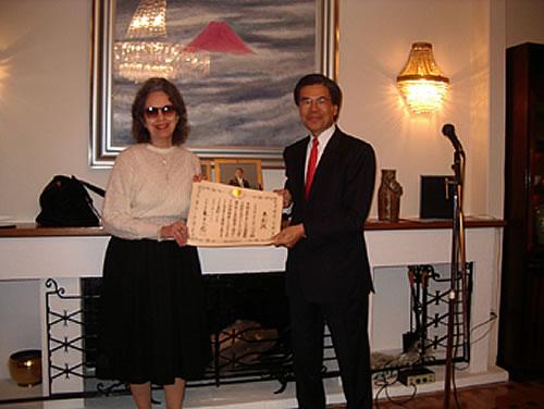 Η Δρ Παπαπαύλου με το 2006 με τον τότε Πρέσβης της Ιαπωνίας Takanori Kitamura