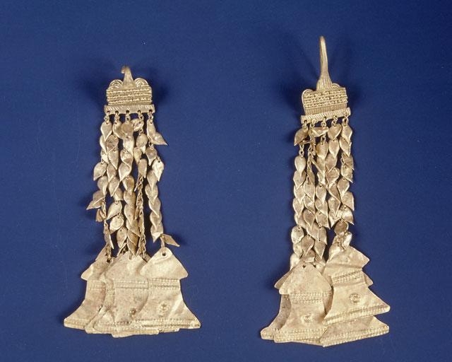 Ζεύγος χρυσών ενωτίων από την Πολιόχνη Λήμνου, 3η χιλιετία π.Χ.
