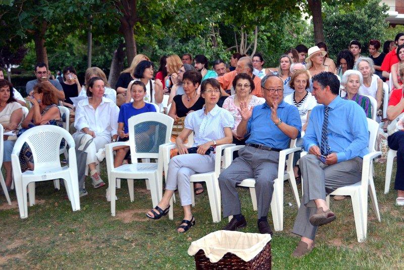 Ο Ιάπωνας Πρέσβης κ. Μασούο Νισιμπαγιάσι με τη σύζυγό του και ο Δήμαρχος Βριλησσίων κ. Ξενοφών Μανιατογιάννης