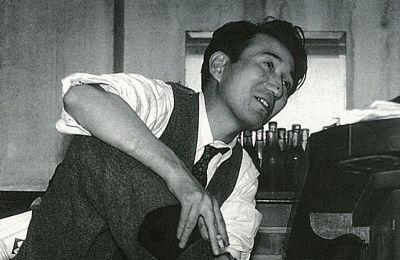Osamu_Dazai_photographed_by_Tadahiko_Hayashi-1.jpg