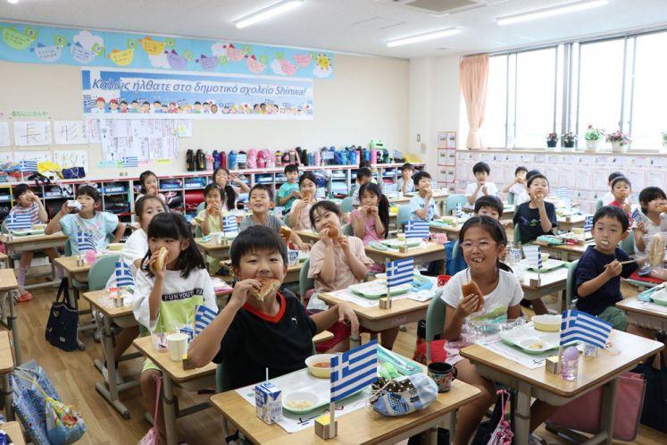 Ιαπωνία: Γέμισαν Ελλάδα τα δημοτικά σχολεία του Μισάτο